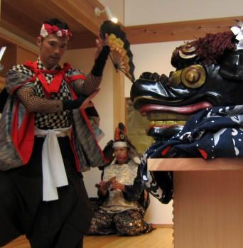 木組みの家「高円寺の家」食事室で火伏せの舞