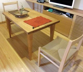 木組みの家「高円寺の家」のテーブルと椅子