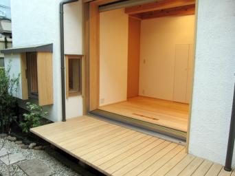 木組みの家「高円寺の家」庭から