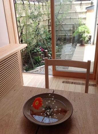 木組みの家「高円寺の家」生花と庭