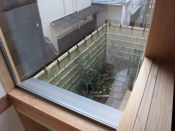 木組みの家「高円寺の家」寝室からの光景