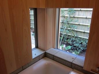 木組みの家「高円寺の家」浴室から