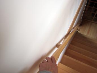 木組みの家「高円寺の家」階段手摺仕掛け2
