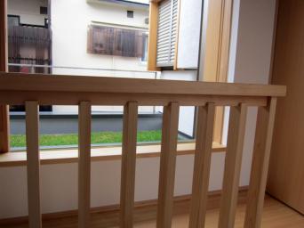 木組みの家「高円寺の家」階段手摺仕掛け1