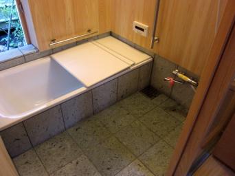 木組みの家「高円寺の家」浴室石貼