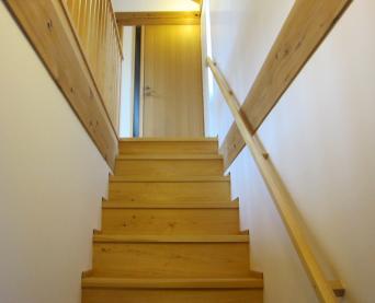木組みの家「高円寺の家」階段手摺仕掛け3