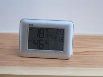 木組みの家「高円寺の家」温湿度時計