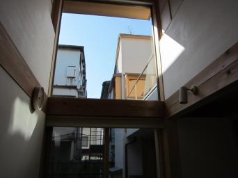 木組みの家「高円寺の家」西側大窓