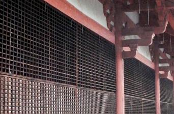 西側に設置された浄土寺の格子