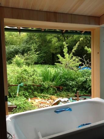 古民家再生「南房総の家」浴槽搬入
