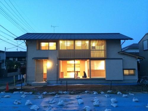 木組みの家「吉祥寺の家3」格子をから灯りが漏れる夜景