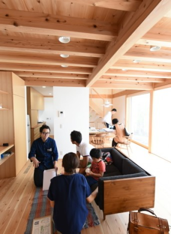 木組みの家「吉祥寺の家3」お住まい見学会の様子1
