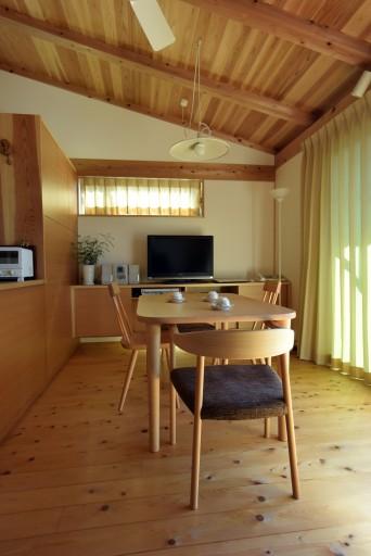 木組みの家「登戸の家」居間1