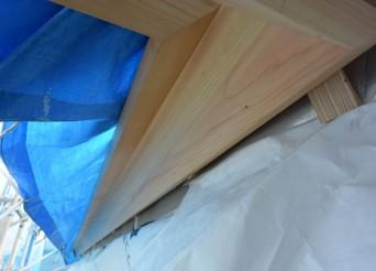 「鼻隠板」垂木の小口を守ります。きれいな板です
