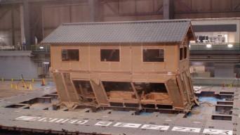 2008年 実大実験の映像、胴差で折れる家