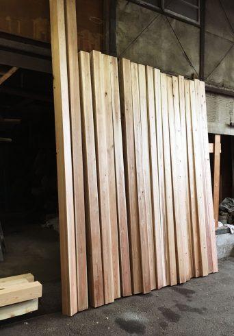 材木を選びに下小屋へ
