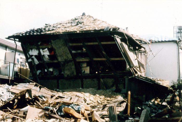阪神大震災で倒壊しない納屋